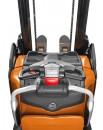 Wózek podnoszący BT Staxio z platformą do prac na długich dystansach