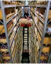 Kompaktowe wózki widłowe do kompletacji z wysokiego poziomu w wąskich korytarzach