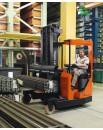 Wielokierunkowy wózek widłowy wysokiego składowania do transportu długich ładunków