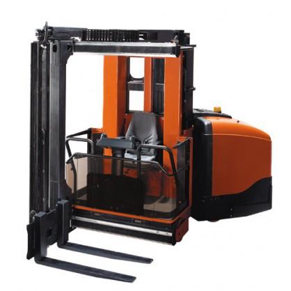 Wózek widłowy do wąskich korytarzy VNA z podnoszoną kabiną operatora o zwiększonej stabilności przy dużej wysokości kompletacji