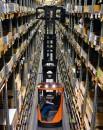 Wózki widłowe do wąskich korytarzy z miejscem dla operatora na dole do średniej intensywności prac