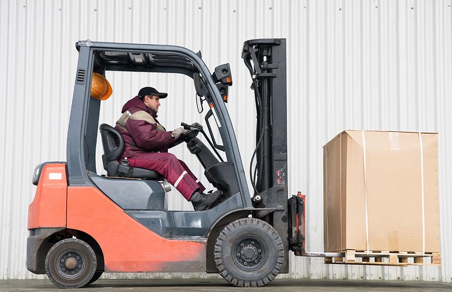 Jakie są warunki pracy operatora wózka widłowego?
